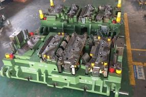 多工位机械手模具